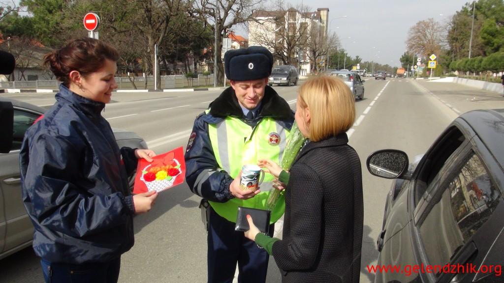 Автоледи Геленджика получили подарки от ГИБДД